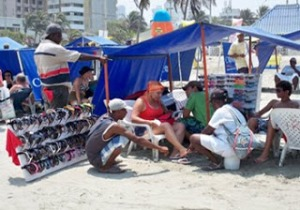 playa-vendedores-ambulantes-cartagena