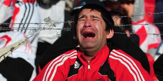 Hincha llorando