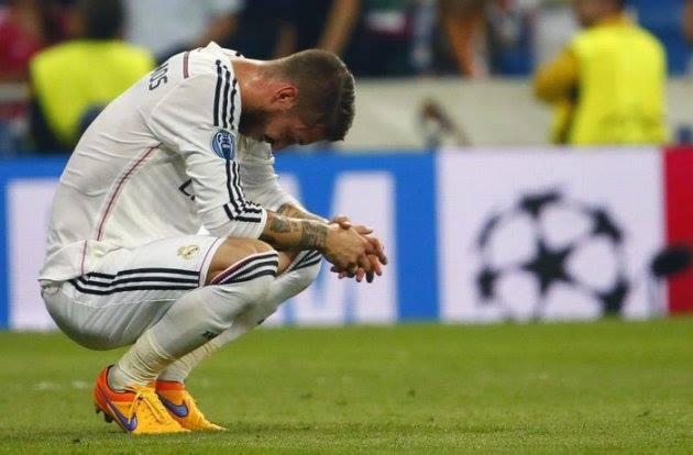 Sergio Ramos jugador del Real Madrid se lamenta